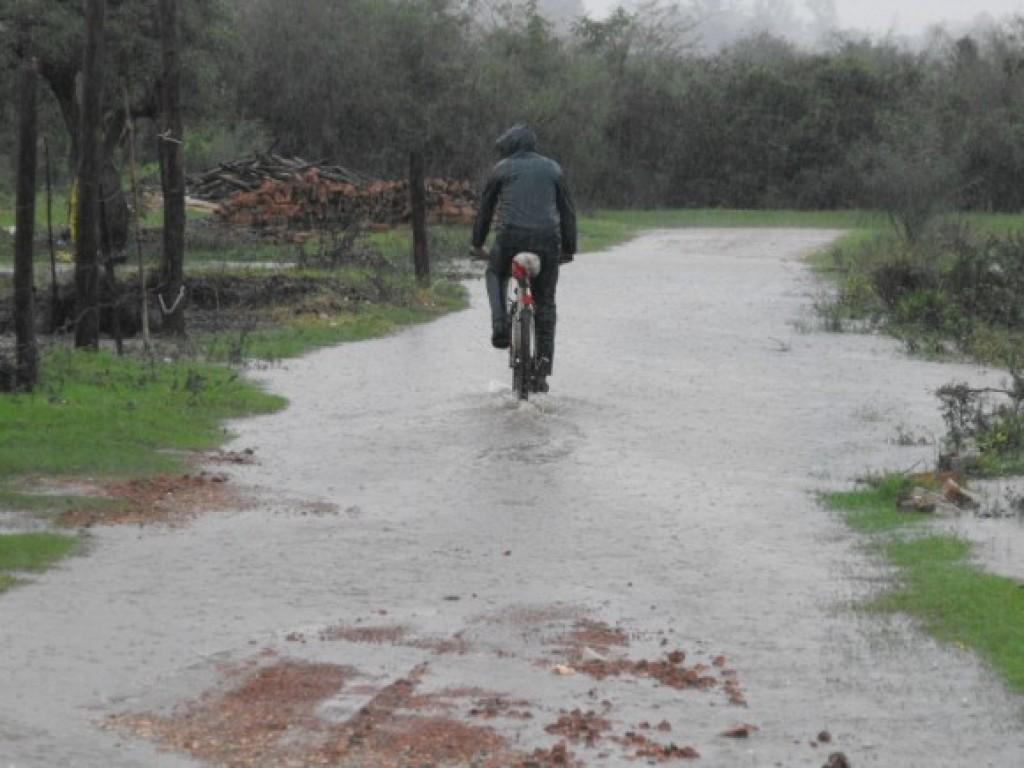 Lluvia torrencial afectó a viviendas y calles de Salto