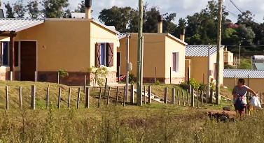Más de 100.000 uruguayos residentes en pequeñas localidades accedieron a 30.000 soluciones habitacionales
