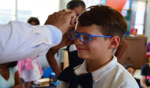 Programa de Salud Visual entregó más de 930 lentes tras controles en escuelas