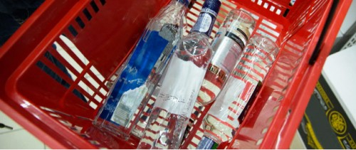 Diez esferas en las que pueden intervenir los gobiernos para reducir el uso nocivo del alcohol