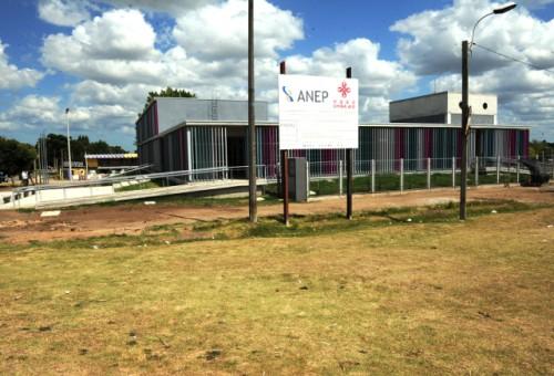 Gobiernos de Uruguay y China invirtieron 3 millones de dólares en nuevo local para escuela de Casavalle, en Montevideo