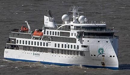 Vuelo humanitario: evacuarán a pasajeros que siguen en el crucero Greg Mortimer