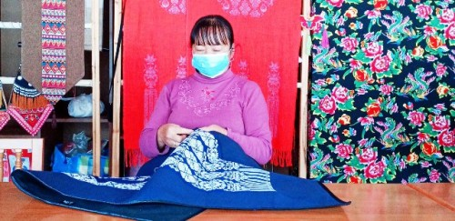 Una cooperativa rural de mujeres chinas da un vuelco a su actividad en la lucha contra la COVID 19