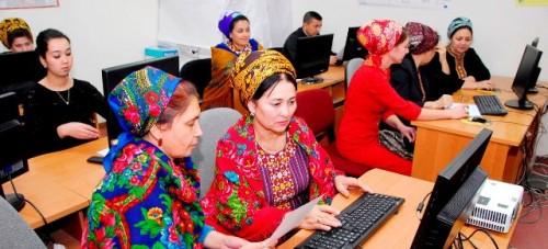 La economía digital permite a los ciudadanos controlar sus finanzas y contribuir al desarrollo sostenible