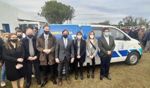 Presidente Lacalle Pou entregó una ambulancia a la policlínica de Cuchilla del Guaviyú, Salto