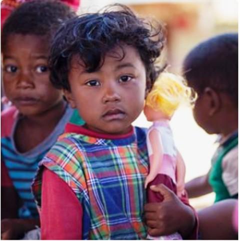La COVID-19 podría anular décadas de progresos para poner fin a las muertes infantiles prevenibles, según advierten los organismos