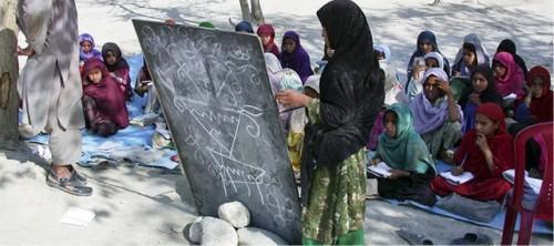 Informe de la UNESCO ilustra los avances en la educación de las niñas en los últimos 25 años, ahora amenazados por la Covid-19
