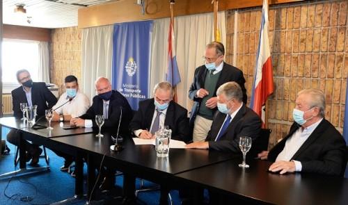 Gobierno e Intendencia de Colonia firman convenio para mejorar acceso a terminal portuaria de Nueva Palmira