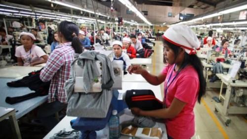 Mujeres afectadas por el impacto del COVID-19 en el sector de la confección