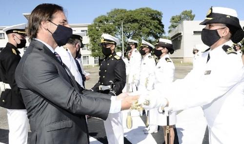 Luis Lacalle Pou encabezó acto de ingreso de 20 oficiales a la Armada Nacional