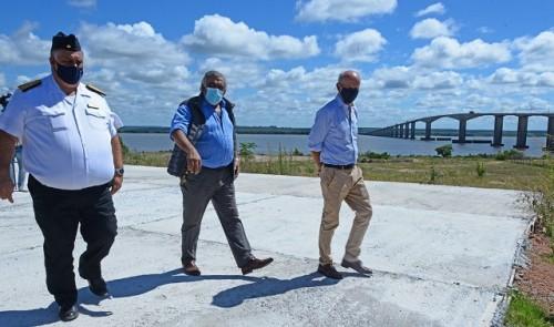 Gobierno instalará base naval en Fray Bentos para aumentar seguridad en río Uruguay
