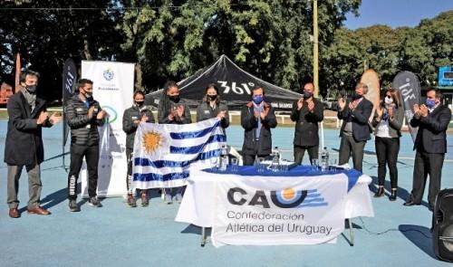 Secretaría Nacional del Deporte entregó pabellón nacional a delegación de atletas que participarán en Sudamericano de Guayaquil