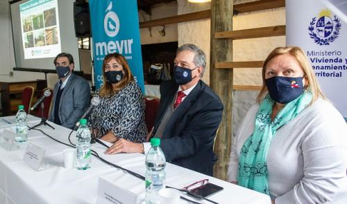 Pequeños productores rurales obtendrán apoyo de Mevir para realizar obras de infraestructura