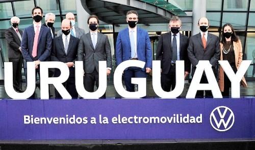 Lacalle Pou participó del lanzamiento de la estrategia de electromovilidad de Volkswagen para América Latina