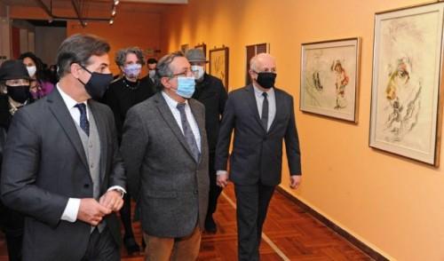 Presidente Lacalle Pou visitó la muestra de Manuel Espínola Gómez en el Museo de Artes Visuales