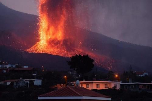 La lava ocupa ya 166 hectáreas de La Palma y ha destruido 350 inmuebles